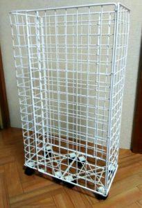 100均のワイヤーネットで作ったキャスター付きゴミ箱の画像