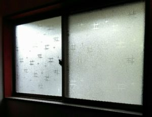 玄関の窓の画像