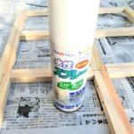白のペイントスプレー缶の画像