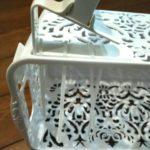 籠とタオルかけの画像