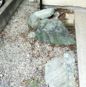 玄関の石の画像