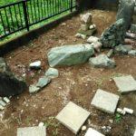 荒れた和風の花壇の画像